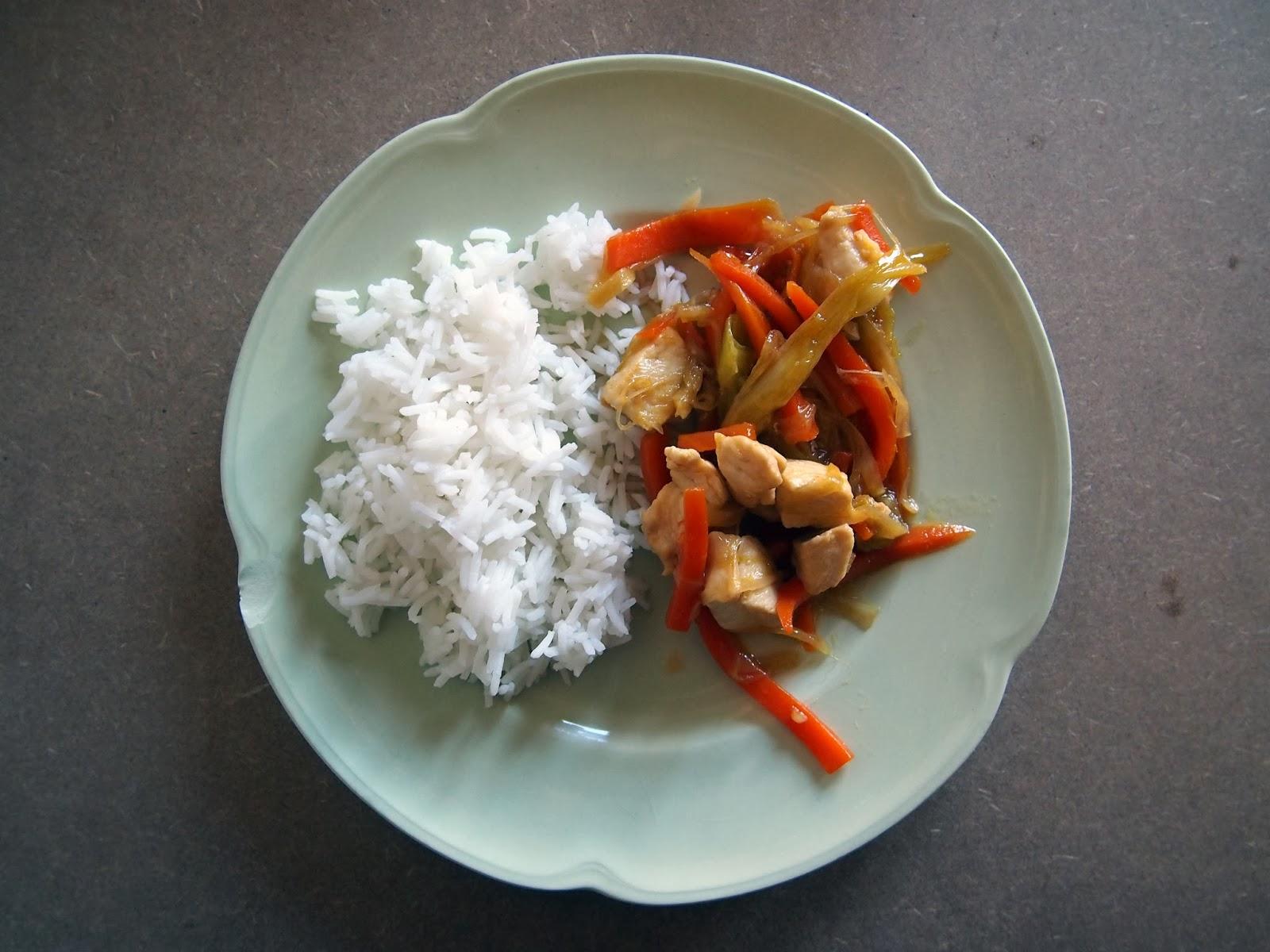 Pollo con puerros y arroz thai