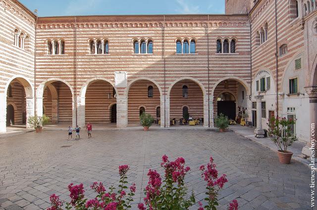 Verona Piazza dei Signori viaje a Italia
