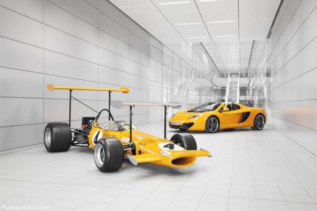 50 Jahre McLaren: McLaren M7C von 1969 und im Hintergrund der 12C Spider