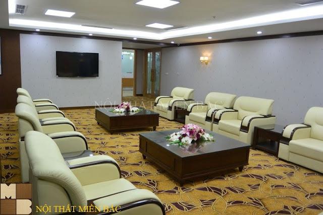 Lựa chọn những chiếc tấm thảm có tone màu sắc ấn tượng cùng những họa tiết công năng chắc chắn sẽ giúp cho thiết kế nội thất phòng khánh tiết trở nên thật ấn tượng