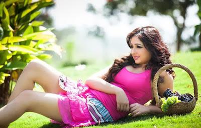 Heroine Aavaana Beautiful Photos