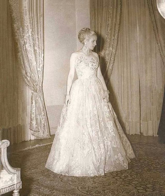 Eva per n the most powerful lady of all times in for Eva my lady wedding dress