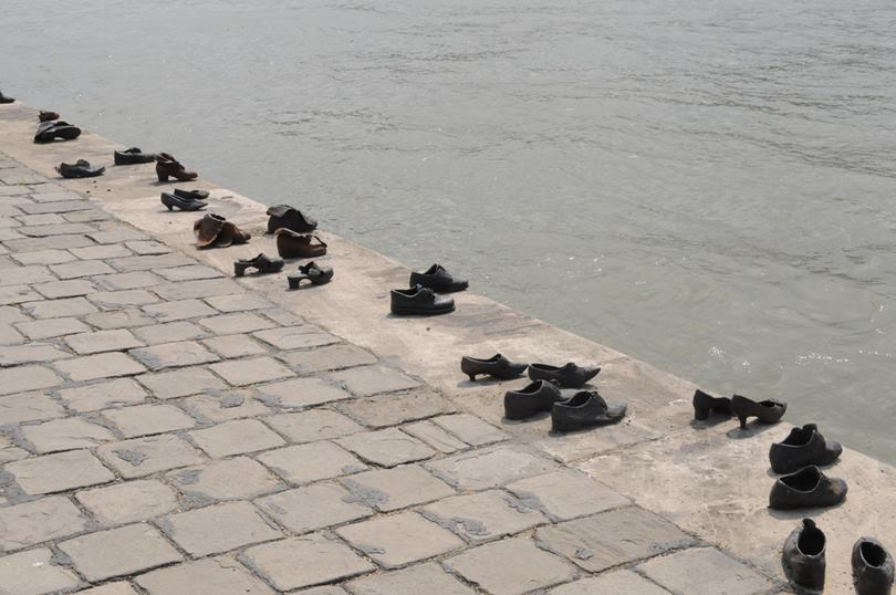 danube promenade, shoes on the danube promenade, danube bank, bronze shoes budapest, shoe sculpture budapest, iron shoes budapest