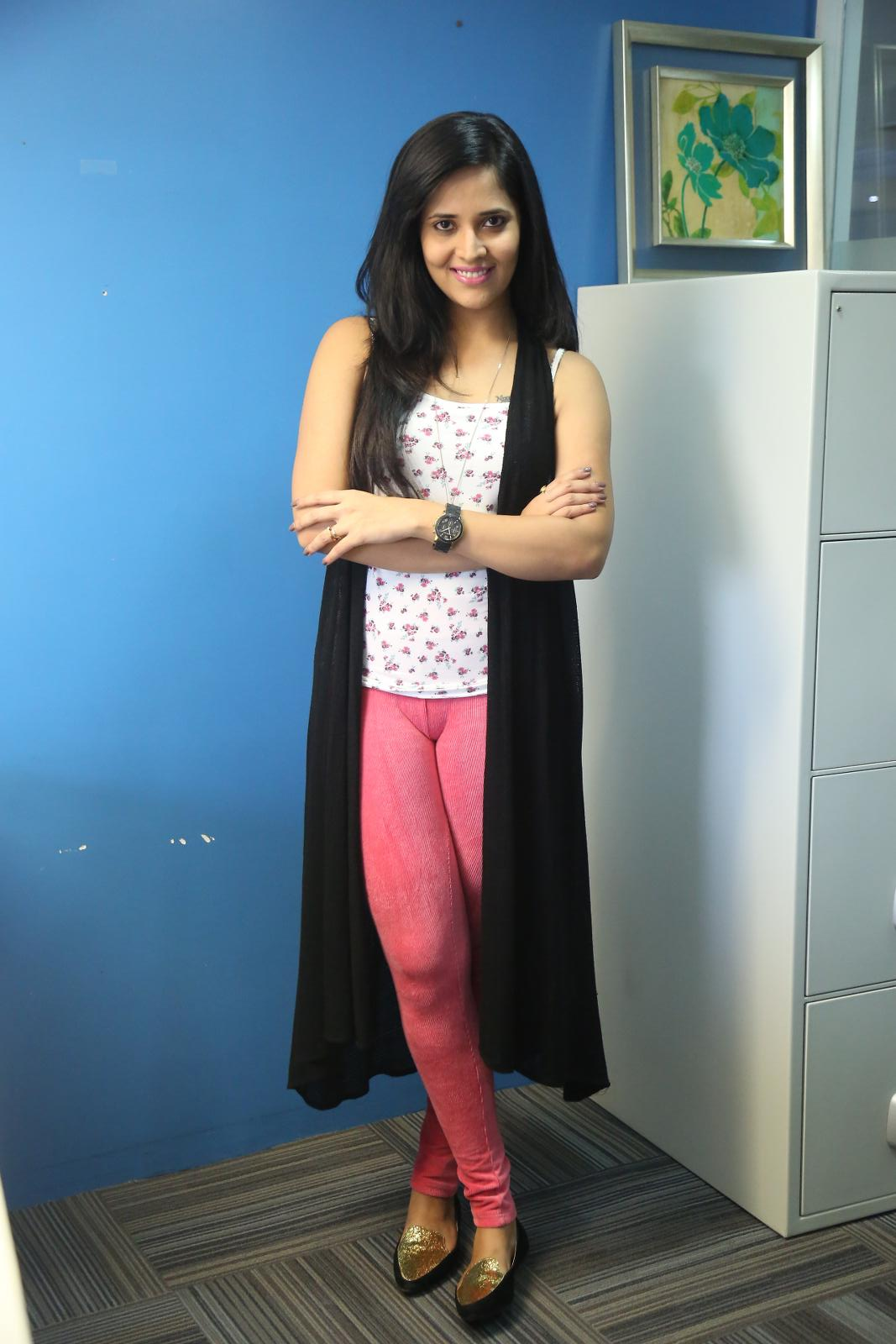 Anchor Anasuya Latest Hot in pink tight pant