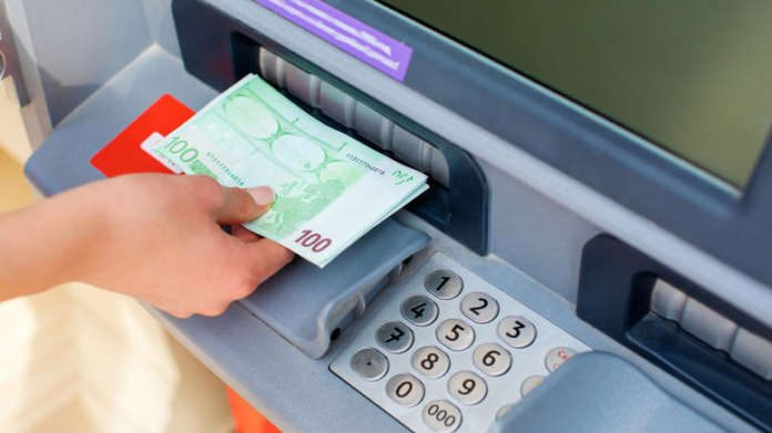 Από 22 Ιουλίου τελικά οι νέες χρεώσεις των τραπεζών για αναλήψεις από ΑΤΜ