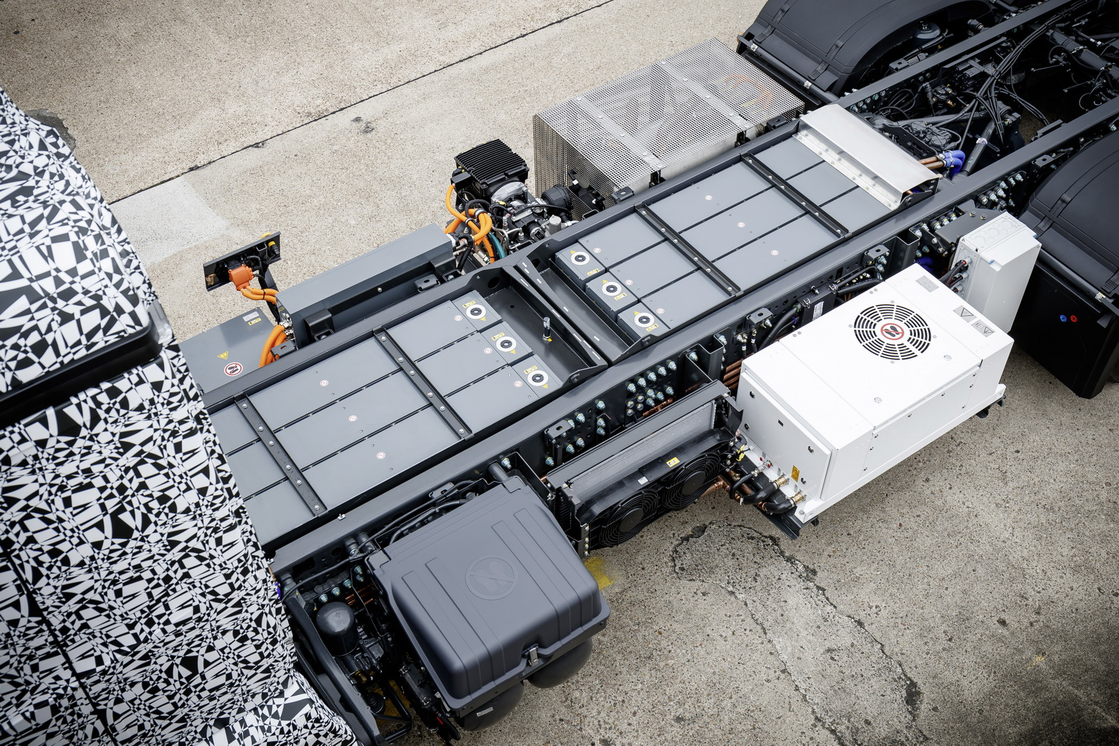 Daimler makes fully electric heavy trucks a reality 47 for Mercedes benz electric truck