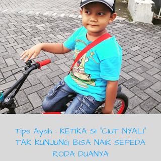 Tips mengajari anak naik sepeda roda dua