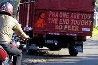tulisan dan gambar lucu di belakang mobil truk