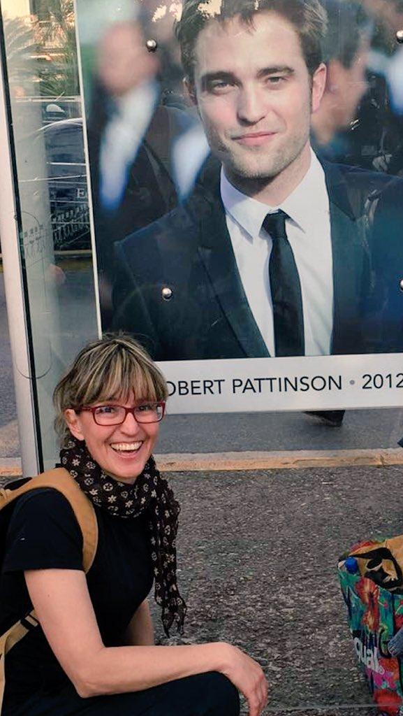 16 Mayo - Impresionante presencia de Robert Pattinson en Cannes 2016!!!! Cig6YYsWsAA3PPI