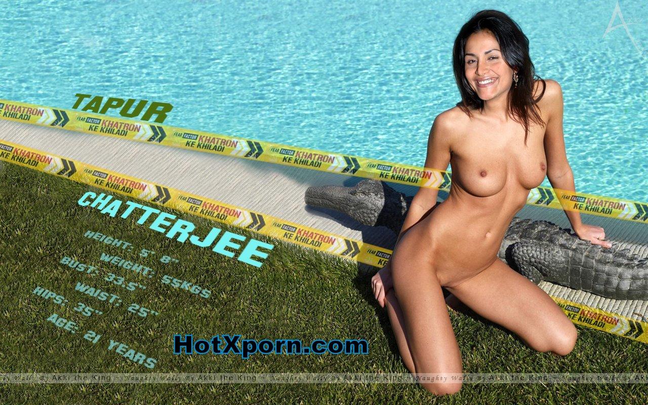 Amazing woman playing nude