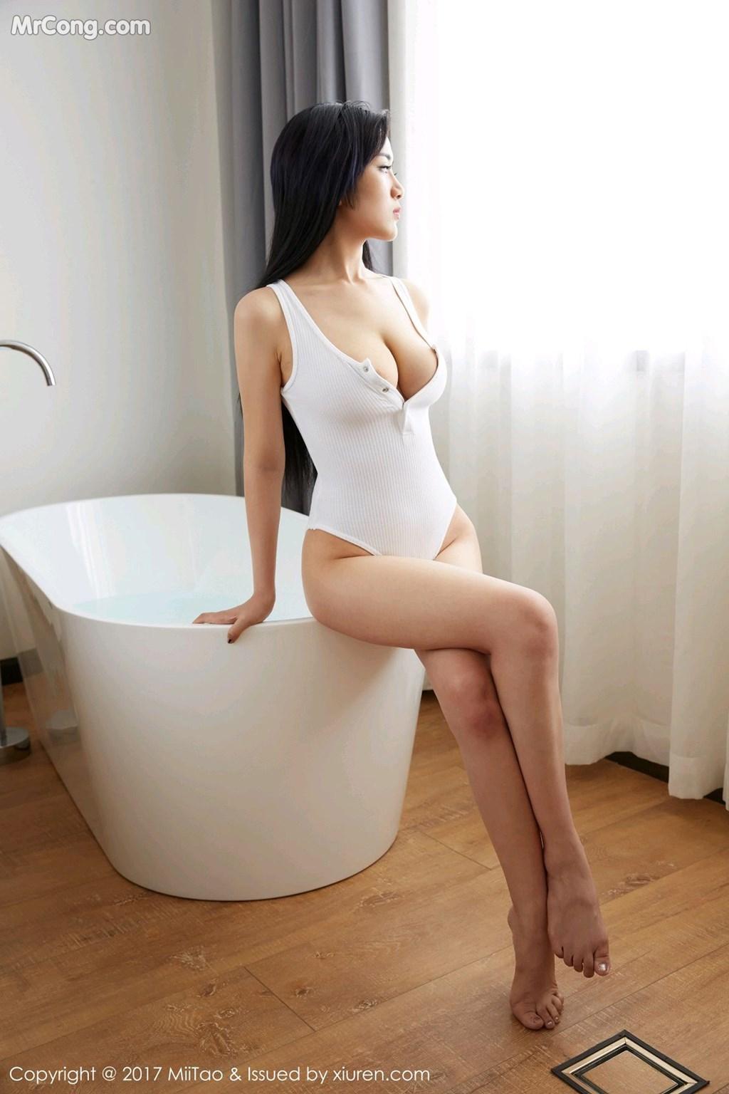 girl xinh mặc bikini xuyên thấu nhìn rất ngon