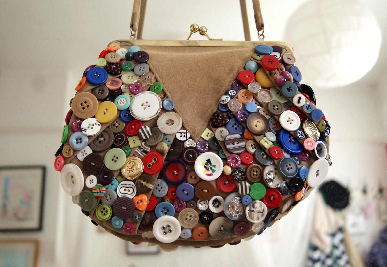 DIY button embellished bag: | BURKATRON