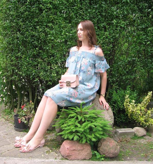 Moja stylizacja na upały - romantyczna sukienka i sandałki Melissa