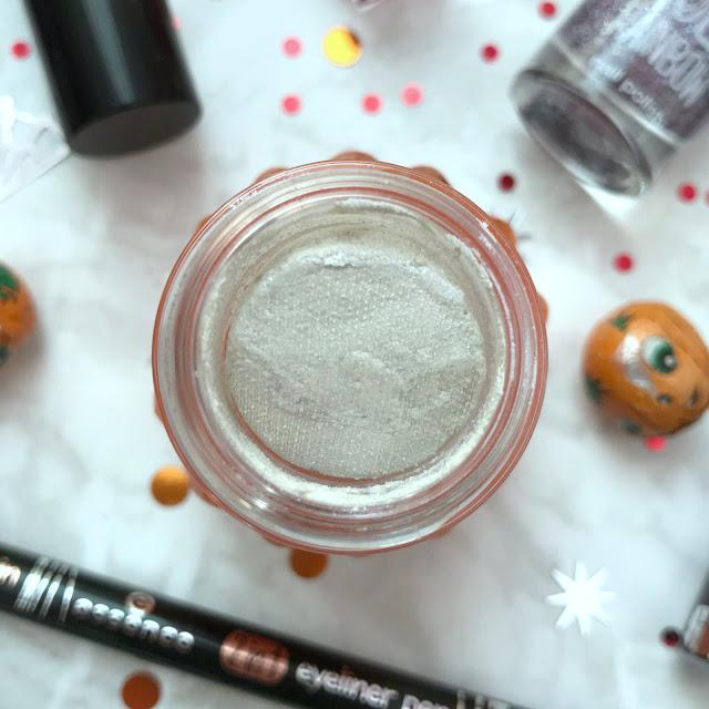 Essence Moonlight Cream Eyeshadow