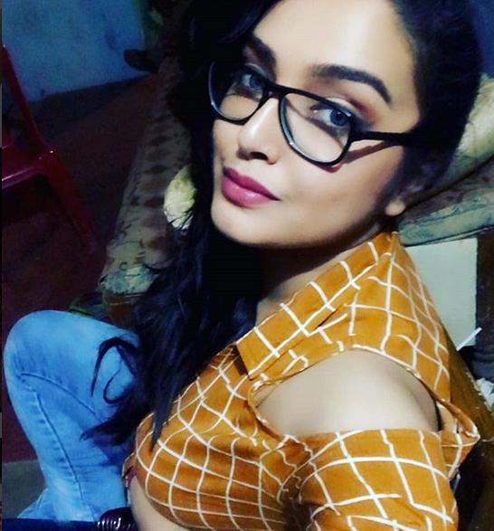Awesome Bhopuri Girls Pic, Amrapali Dubey Awesome Profile Pics