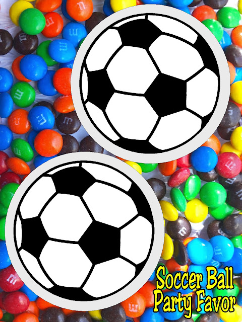 Make some easy soccer party favors with these fun soccer ball printables perfect for your party favor bags or dessert tables. #soccer #soccerparty #partytag #printableparty #diypartymomblog
