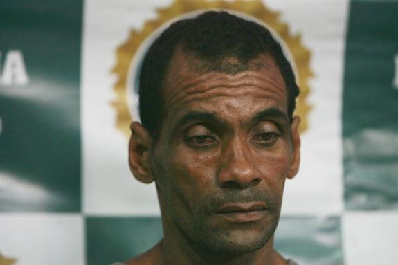 Sérgio foi apresentado na Chefia de Polícia   Foto  Severino Silva Agência  O Dia Sérgio Menezes era vizinho do músico e entre as duas casas havia uma  cerca ... a605e715c7