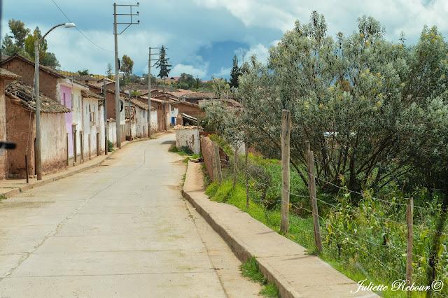 Village dans la Vallée Sacrée, Pérou