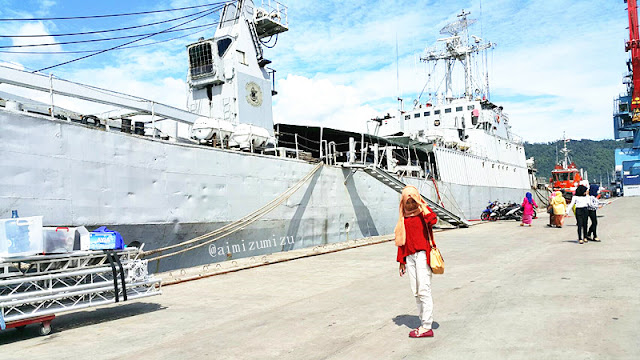 Kapal tni teluk sabang di teluk bayur padang dalam acara komodo 2016