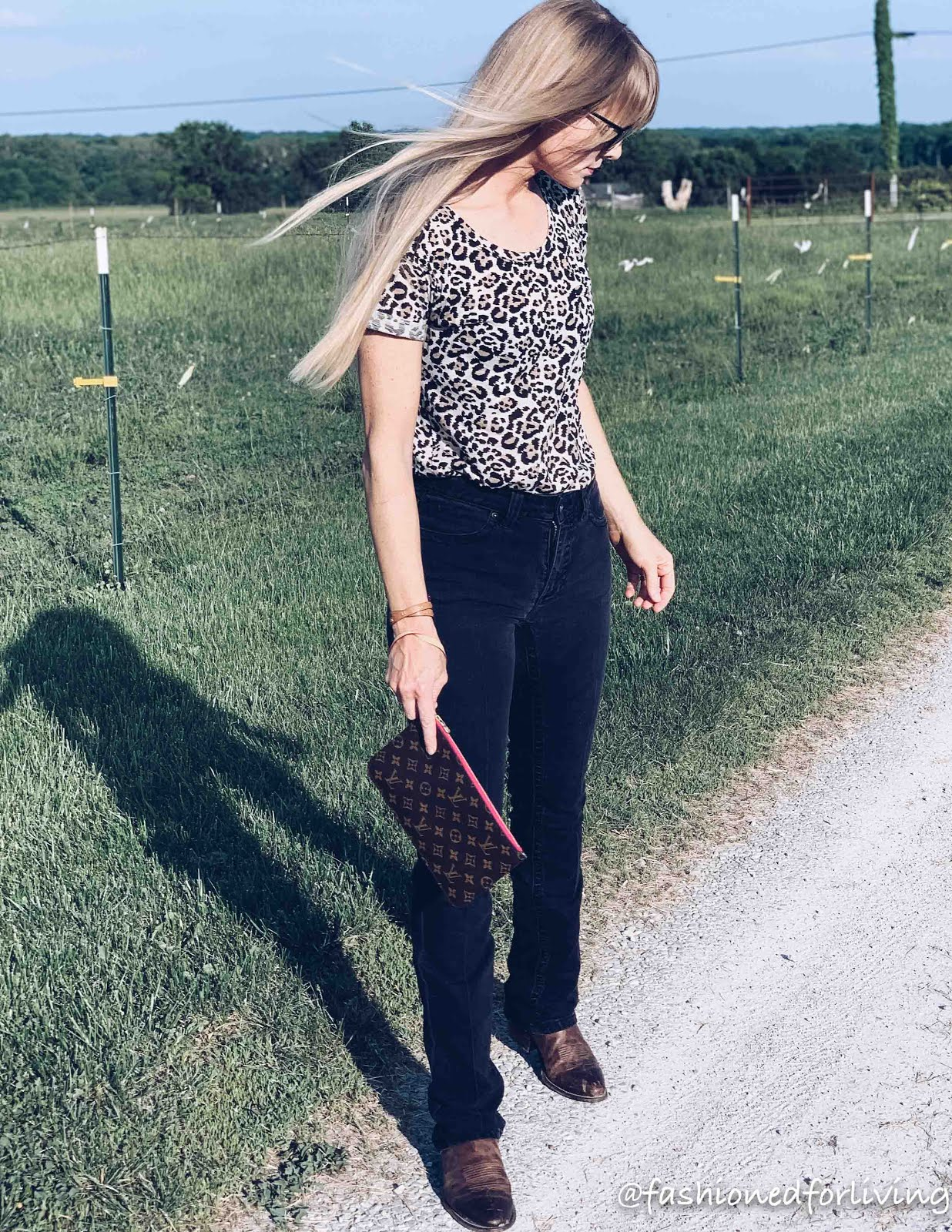 kimes betty jeans outfit with leopard tee. cowgirl boots