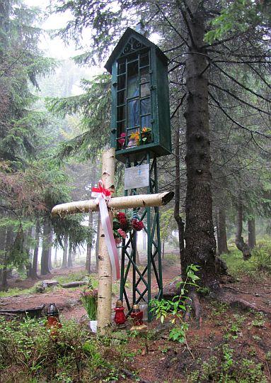 Kapliczka przy Polanie Rusnakowej z wizerunkiem Matki Boskiej Królowej Gorców.