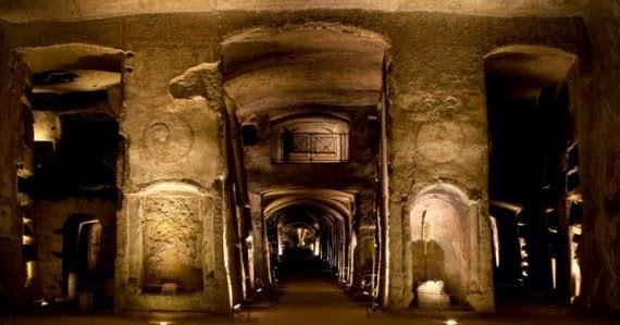 lelucididentro catacombe sangennaro napoli