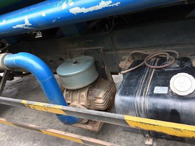 Máy thổi khí HUT100 được lắp trên xe bồn