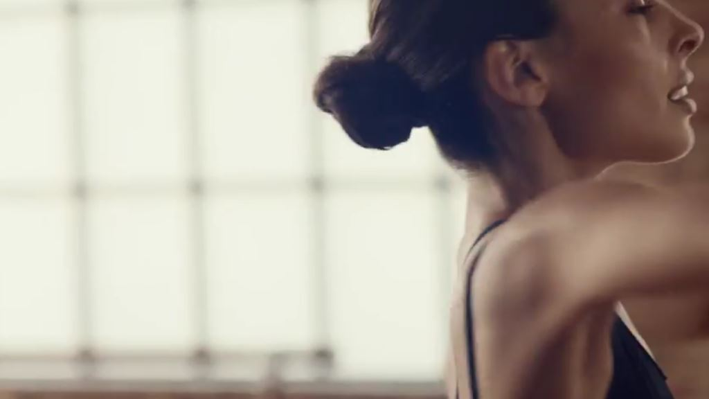 modella pubblicita activia insync testimonial spot 2016