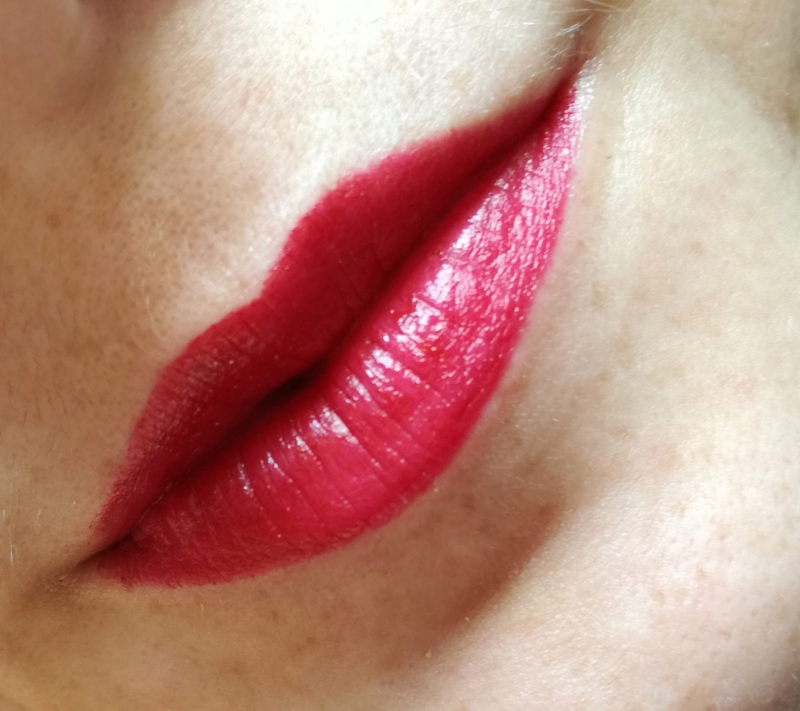 artdeco-glamour-crystal-garden-collection-matte-lipstick-hibiscus-blossom-swatch