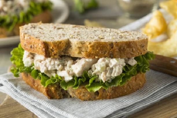 Ensalada de pollo para sandwich