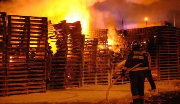 Incendio  almacén de madera en Telde, Gran Canaria