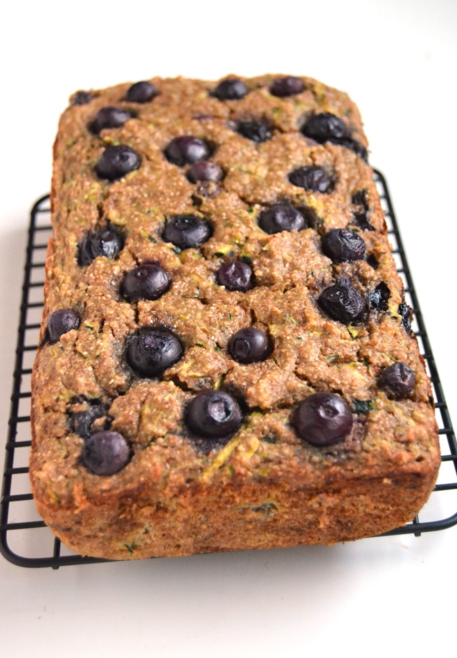 Blueberry Banana Zucchini Bread is a moist and healthy bread made with whole-wheat flour and the season's best blueberries and zucchini. www.nutritionistreviews.com
