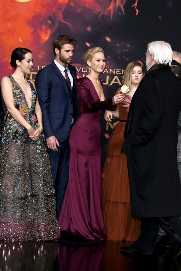 Jena Malone, Liam Hemsworth, Jennifer Lawrence, Willow Shields and Donald Sutherland in the premiere of The Hunger Games: Hope - Part 2