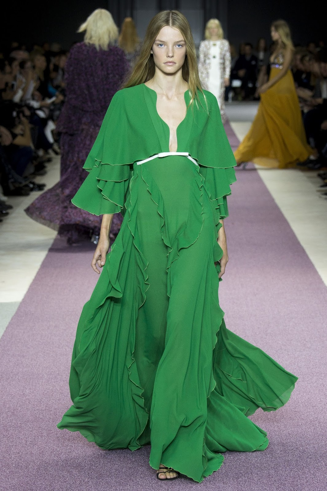 Pantone colour report & spring summer 2016 fashion trends / green flash at Giambattista Valli Spring/Sumemr 2016 via www.fashionedbylove.co.uk British fashion & style blog