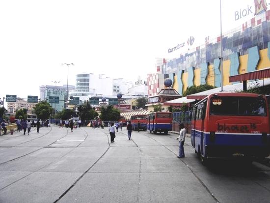 Estación de autobuses en Yakarta