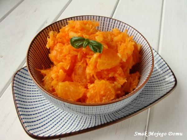 Surówka z marchewki , mandarynek i jabłka