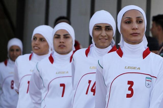 """إكتشاف 4 لاعبات """"رجال"""" في منتخب إيران للسيدات"""