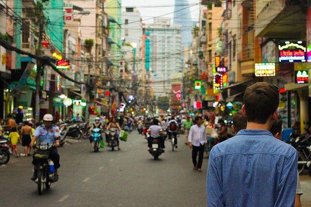jalanan ramai ditengah kota
