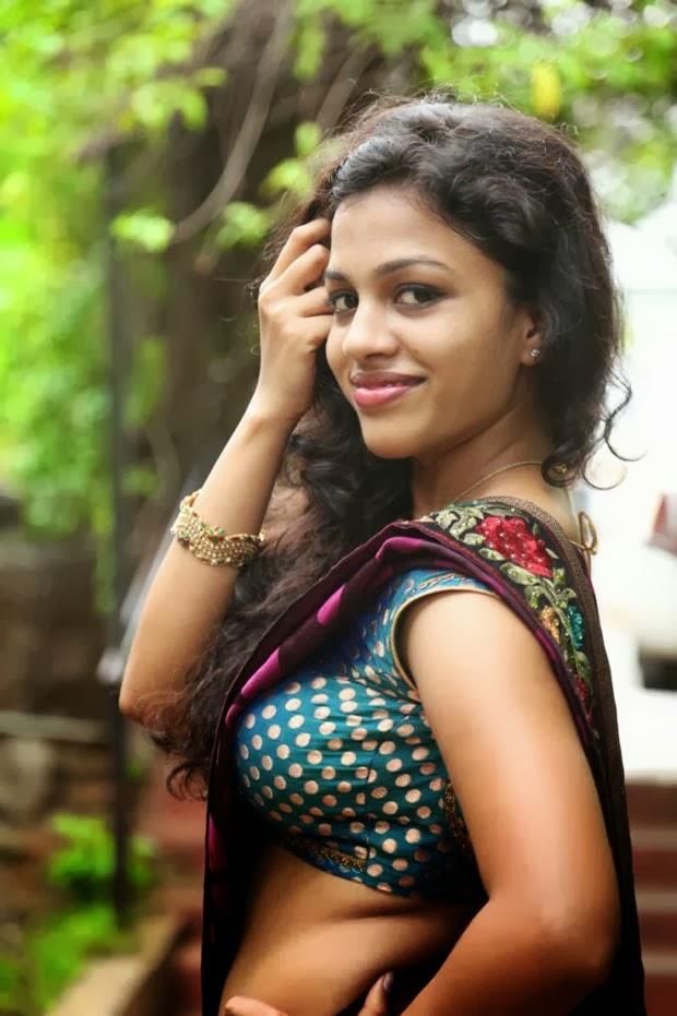 HOT WALLPAPERS WORLD: Hot Sexy Kerala Mallu Aunty Hot Photos