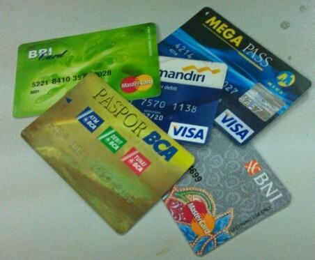 Ketahui Cara Aman Menbersihkan Kartu ATM Yang Kotor