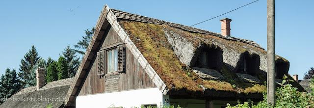 Csongrádi nádtetős, vályogfalú régi ház a Belvárosban