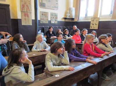 Les élèves de CM2 de l'école Arbrère de Divonne-les-Bains dans la classe 1917
