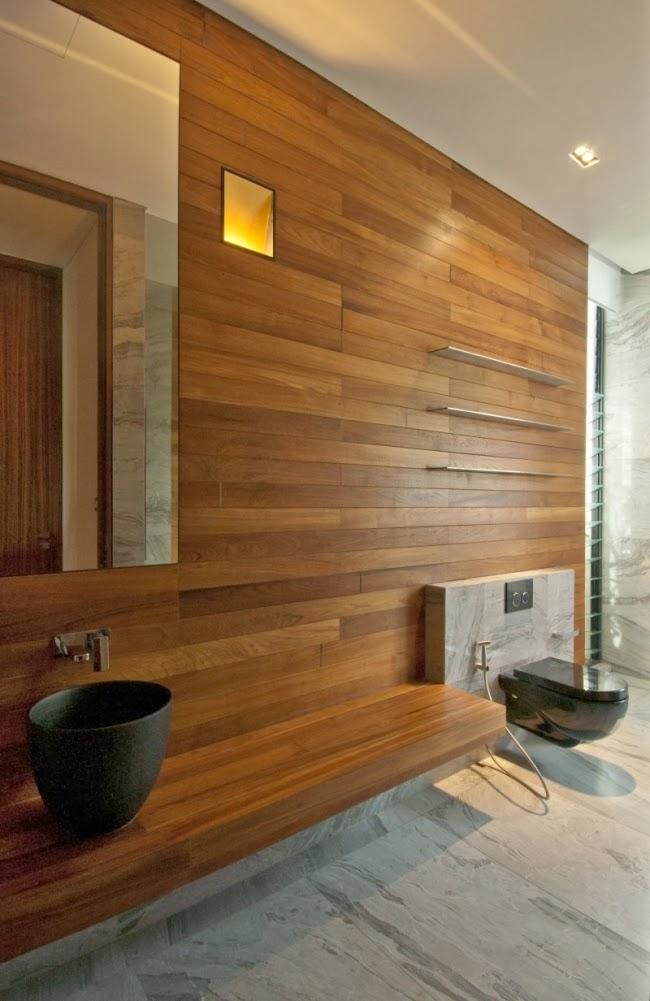 Baño enchapado con madera