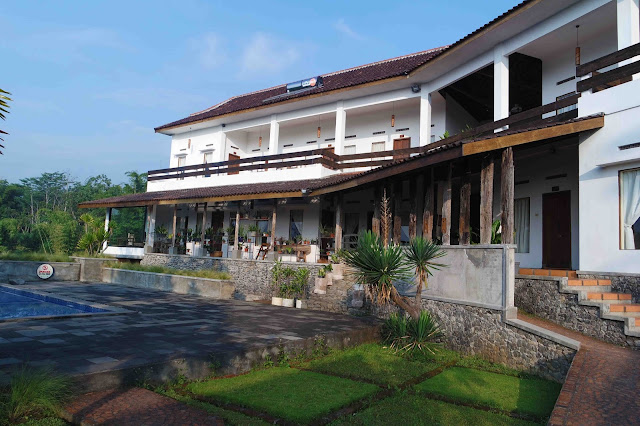 Hotel Kampung Lumbung Batu Malang