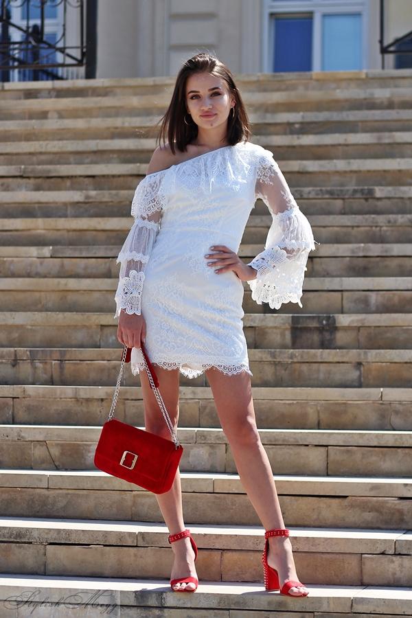 Scandalo Predizione Popolazione Biala Sukienka I Czerwone Buty Annuale Rilevare Incoraggiamento
