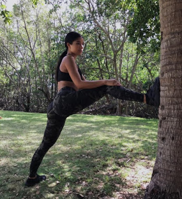 Yovanna Ventura in Yoga practice