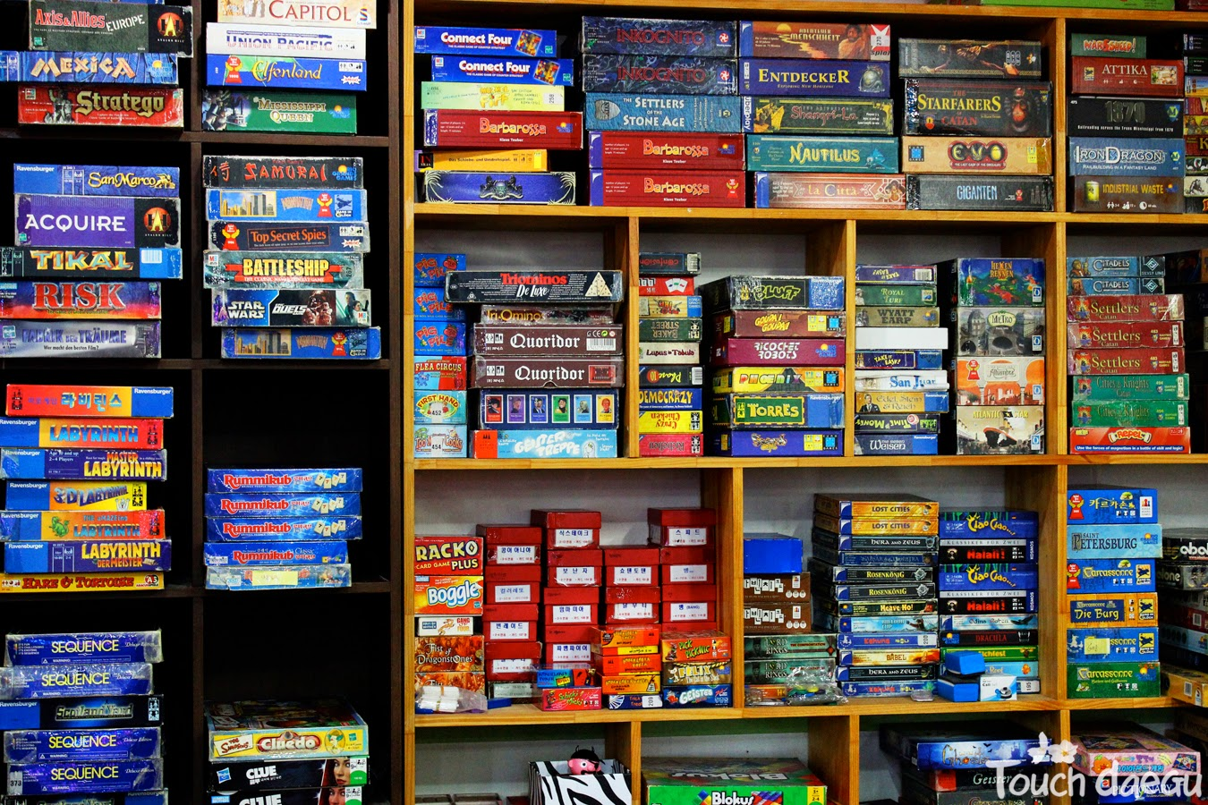 The piles of board games in Noriteo
