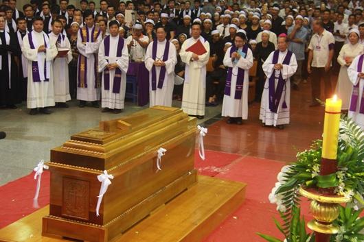 Ngày thứ Ba: Kính viếng và cầu nguyện cho Đức cha Phanxicô Xaviê Nguyễn Văn Sang - Ảnh minh hoạ 63