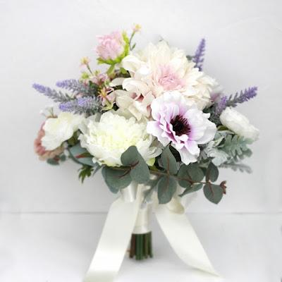 ラベンダー色のアネモネとダリアのブーケ_ウェディングブーケと花髪飾りairaka