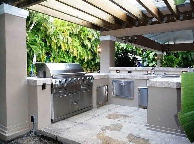 24 Desain Dapur Terbuka Semi Outdoor Menghadap Taman